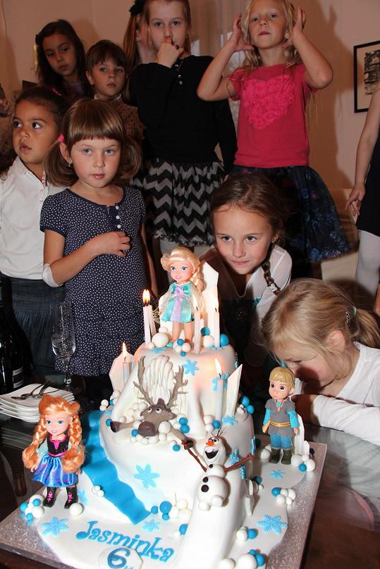 Jasmínka s kámoškami u narozeninového dortu
