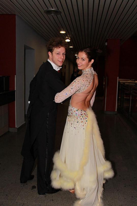 Takhle famózně vypadala letos v lednu na jednom z plesů, kde se svým tanečníkem dělala předtančení.