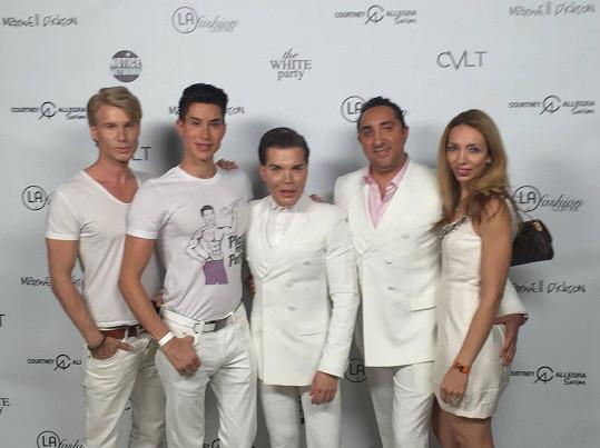 Robert je součástí reality show americké televize E!, která vysílá hlavně pořady o celebritách.