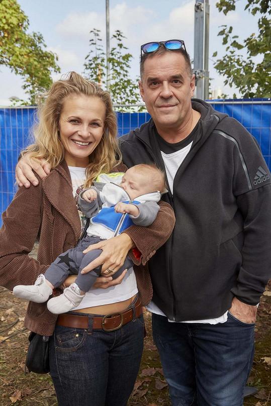 Na televizní akci se potkala se seriálovým kolegou Mirkem Etzlerem, jenž se nedávno stal počtvrté otcem. Míša chová jeho tříměsíčního syna Samuela.