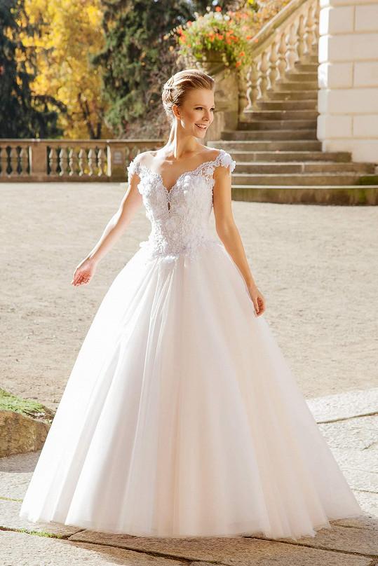 Jako modelka měla na sobě už nespočet svatebních šatů. Díky tomu má aspoň lepší představu o tom, jak ty její v den D budou vypadat.