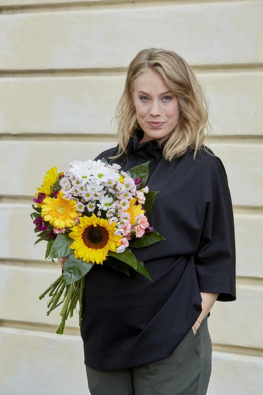 Aneta Krejčíková strávila poslední natáčecí den Ulice před porodem v slzách. Cloumaly s ní hormony a emoce.