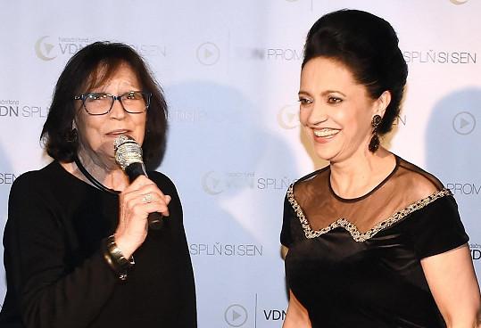 Při zpěvu si na pódium pozvala Martu Kubišovou.
