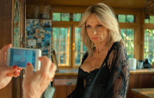 Ivana Chýlková v novém filmu Chlap na střídačku