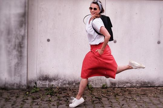 Pro Tedy´s navrhla i sukně s kapsami v červeném, starorůžovém nebo šedém odstínu, které se k triku skvěle hodí.