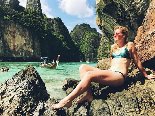 Užívá si na dovolené v Thajsku.