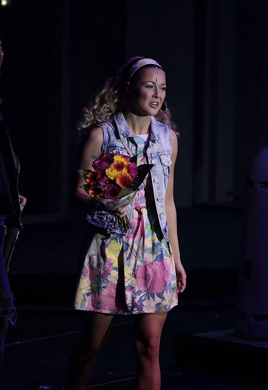 Aneta Vrzalová z pódia vyběhla do publika s kyticí za maminkou. Měla narozeniny.