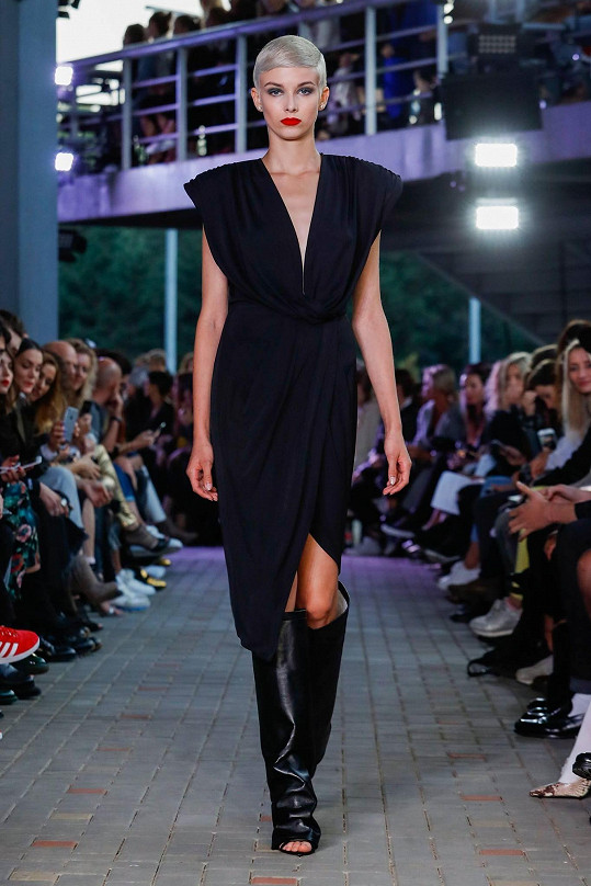 Objevila se i na předposledním Mercedes-Benz Prague Fashion Weeku.