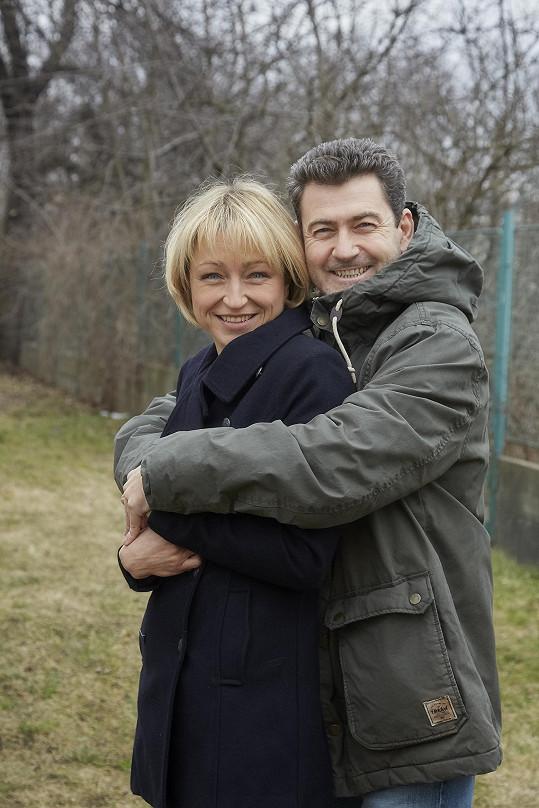 S kolegou Radimem Fialou, který jí hraje manžela.
