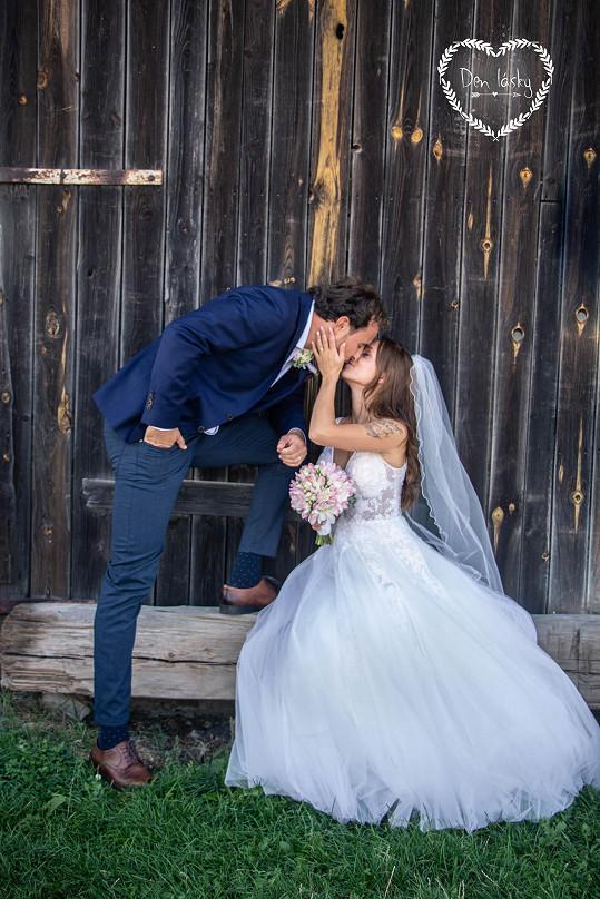 Polibky na svatbě