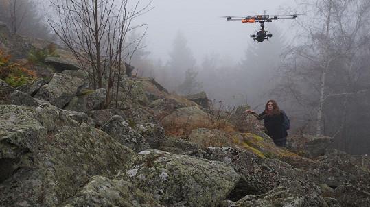 Natáčelo se v syrovém prostředí divoké šumavské přírody.