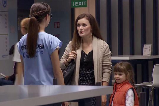 Eva Josefíková a její sestra Lenka Daňková s dcerou si zahrály v seriálu Modrý kód.