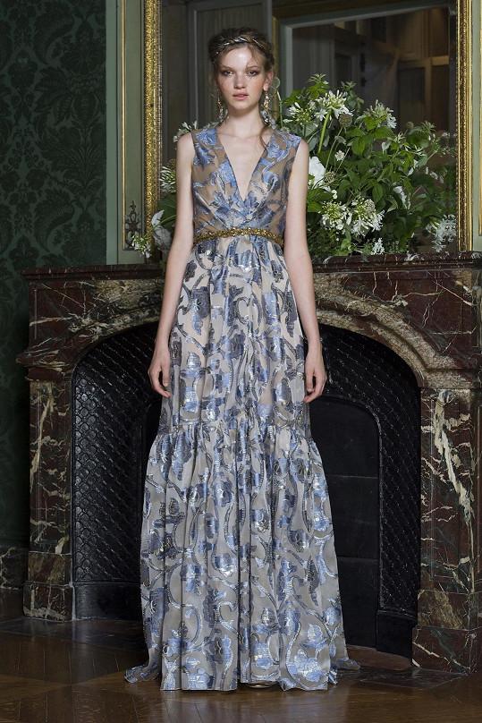 Jedna z nejúspěšnějších českých modelek současnosti Eva Klímková předvádí limitovanou edici Alberty Ferretti.