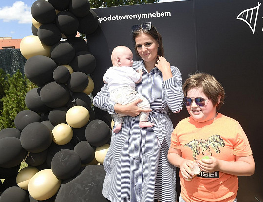 Ornella si s dětmi užila den na střeše nákupního centra na pražské Harfě.