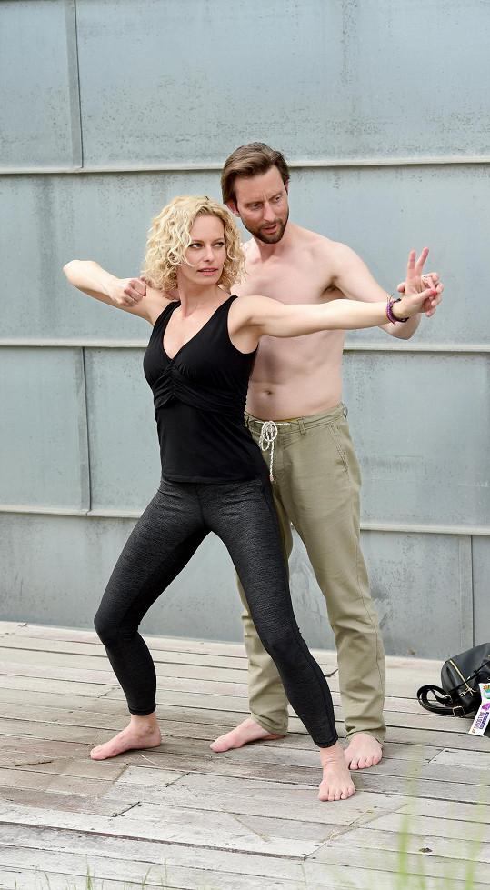 Kristina se s Vaškem zná z taneční konzervatoře.