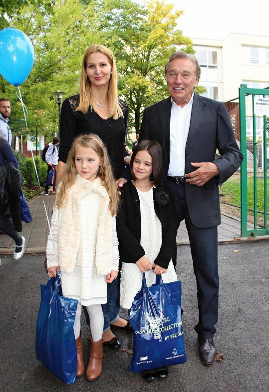 Ode dneška mají na Bertramnce dvě dítka školou povinná.