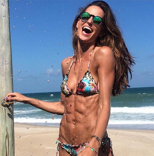 Izabel Goulart odjela načerpat novou energii do rodné Brazílie.