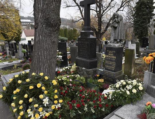 Rodinná hrobka, kde leží rodiče Karla Štědrého.