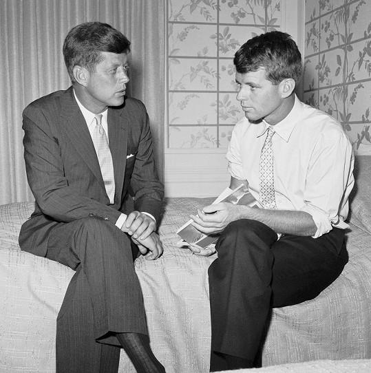 John a Bobby Kennedyovi. Jejich společným údělem byla politika, popularita i předčasná smrt.