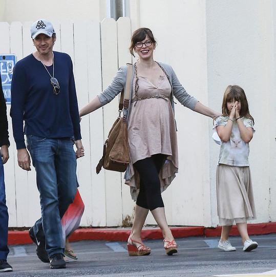 Herečka vyrazila s manželem, dcerou a její kamarádou na oběd.