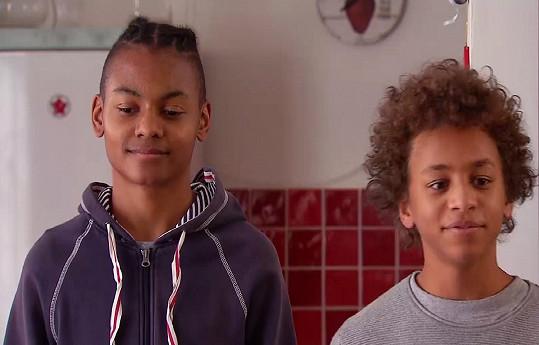 Samsidin Nyass (vpravo) si zahrál v seriálu Krejzovi.