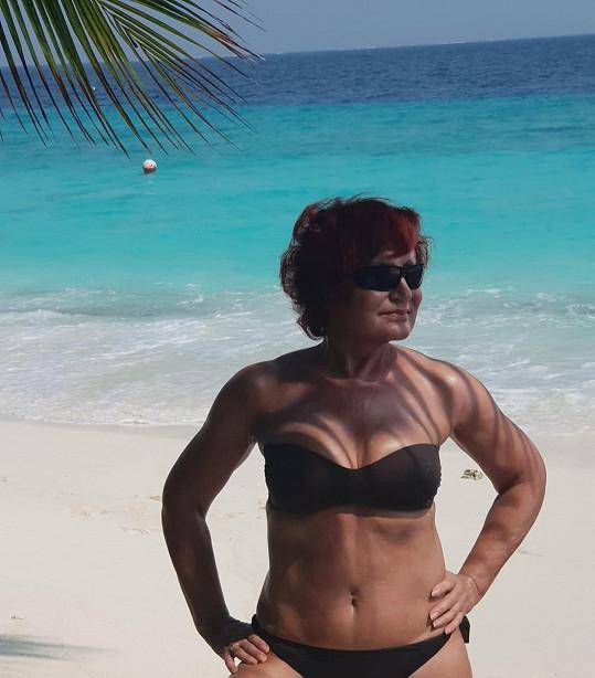 Petra Janů relaxuje na Maledivách.