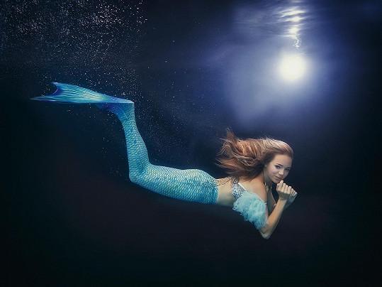 Lucie Vondráčková se na chvíli stala mořskou pannou.