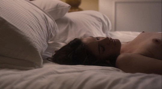 Ve filmu The Ledge se Liv zcela odhalila.