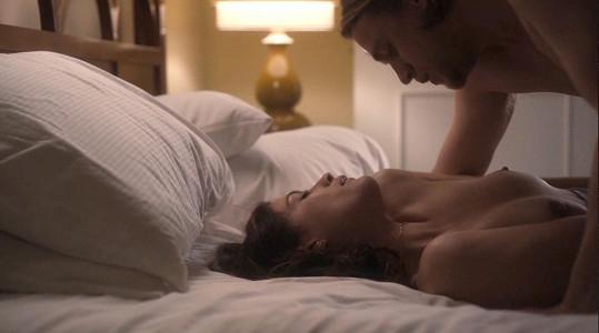 Užila si erotickou scénu s Charliem Hunnamem.
