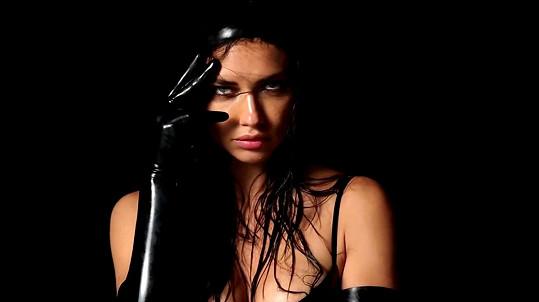 Adriana Lima je pořád neuvěřitelně sexy.