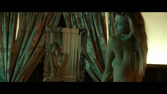 Behati Prinsloo se ochotně svlékla.