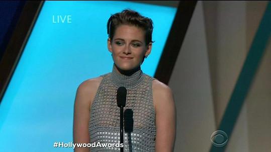 Kristen Stewart omylem ukázala bradavky.