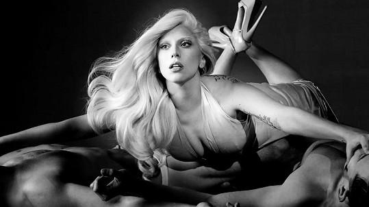 Lady Gaga jako smyslná žena