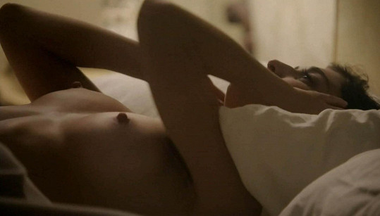 Lizzy hraje v seriálu asistentku gynekologa vědecky zkoumajícího lidskou sexualitu.