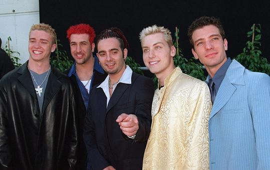 Lance Bass (druhý zprava) s kapelou ´N Sync