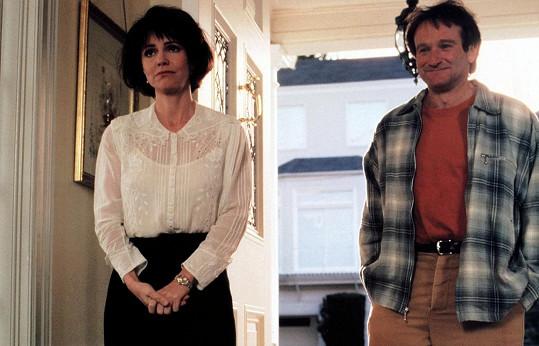 Sally Filed si s Robinem Williamsem zahrála v kultovní komedii Mrs. Doubtfire - Táta v sukni.