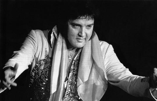 Elvis Presley neměl nouzi o zástupy fanynek.