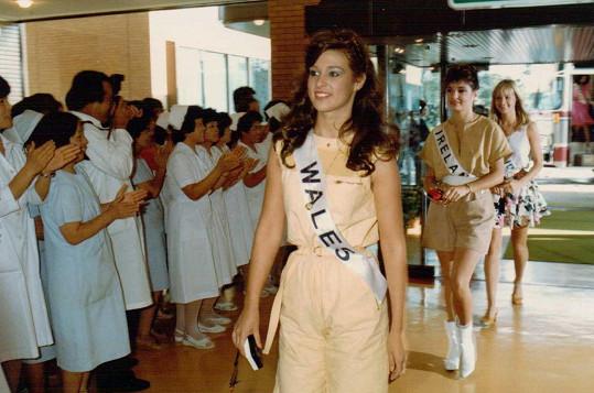 Její maminka na Miss International před více než třiceti lety.