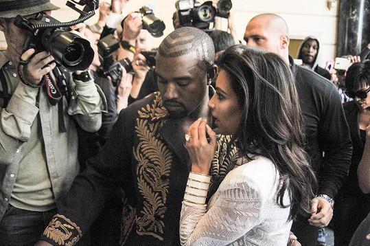 Kardashian se rychle oklepala, ale Kanyeho Westa incident popudil.