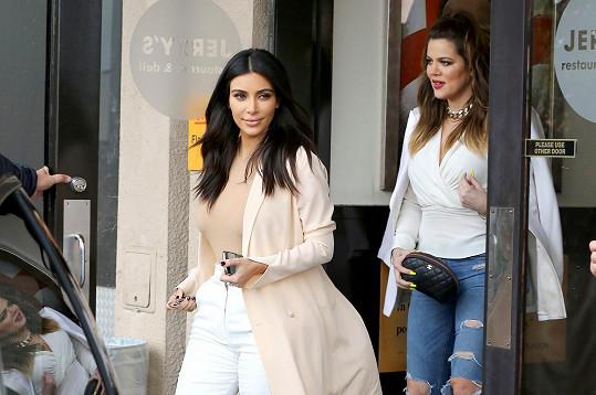 Kardashianky si během natáčení zašly na oběd.