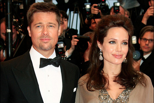 S Bradem Pittem už tvoří oficiální pár.