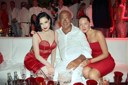 Dita s oslavencem Fawazem Gruosim a jeho přítelkyní