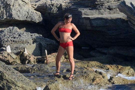 Kate Moss je sexy i po čtyřicítce.