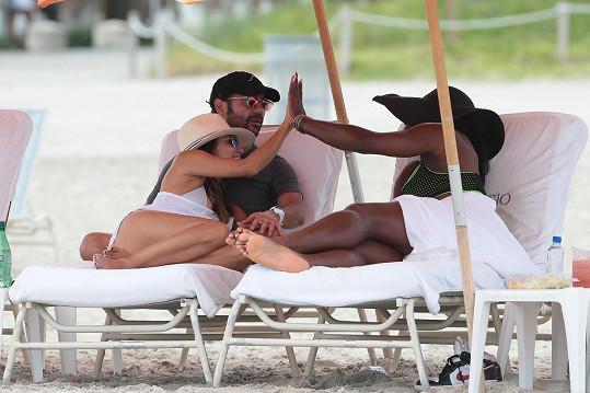 Eva s přítelem Josem Antoniem Bastonem a Serenou na Miami Beach