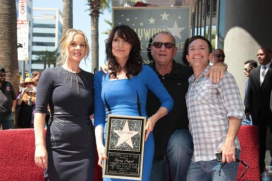 Herečce přišla pogratulovat i její seriálová rodina Bundových.