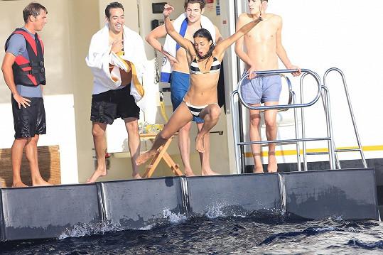Rodriguez skončila nedobrovolně ve vodě.