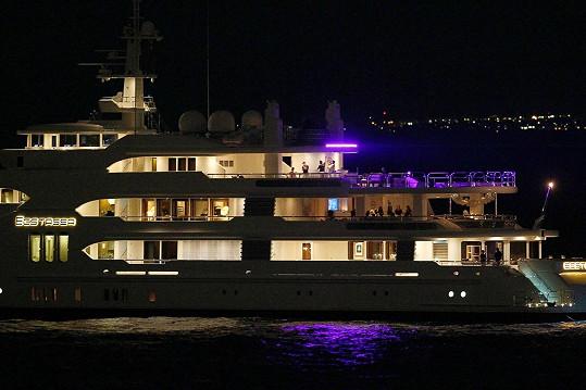 Celebrity si oblíbily párty na jachtách.