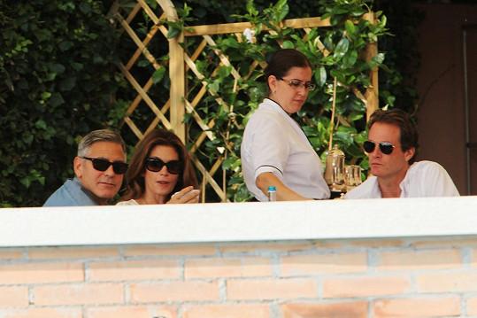 Clooney dnes posnídal se Cindy Crawford a jejím manželem.