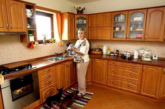 Jaroslava Obermaierová vládne prostorné kuchyni.