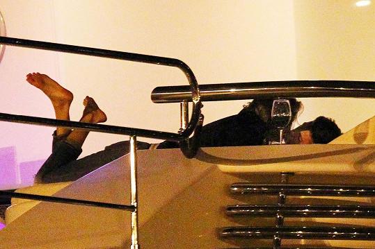 Justin svedl zadanou modelku.